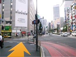 西新宿1丁目交差点